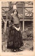 N°80182 -cpa Jeune Bigoudène - Costumi