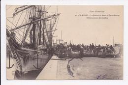 CP 35 SAINT MALO Le Retour Du Banc De Terre Neuve Debarquement Des Coffres - Saint Malo