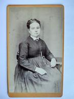 Photographie CDV - Femme Assise - Photo De Jacques Garcin à Lyon - TBE - Antiche (ante 1900)