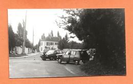 PHOTO ORIGINALE - ACCIDENT DE VOITURE GOLF VOLKSWAGEN + RENAULT 4L DE GENDARMERIE - R4 R 4 - CRASH CAR - Automobili