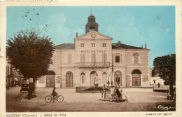 Ruffec * La Place De L'hôtel De Ville * Mairie * Le Puits - Ruffec