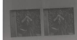 Plaque De Verre. Photo . Négatif. Femme Avec Coiffe Bretonne - Glass Slides