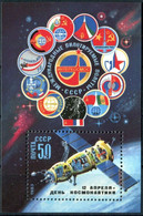 Russia 1983 Souvenir Sheet Scott #5135 MNH Soyuz Cosmonaut Day Space Flag - Nuovi