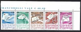 Italia 2014; Giornata Della Filatelia, Serie Completa In Striscia Unita, Angolo Superiore. - 2011-...: Mint/hinged