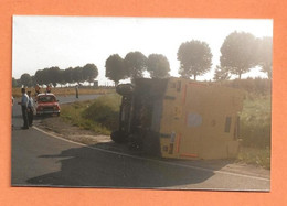 PHOTO ORIGINALE - ACCIDENT DE VOITURE RENAULT 4L DE POMPIERS + CAMIONNETTE - R4 R 4 - CRASH  CAR - Auto's