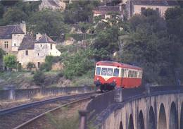 X2426 Assurant La Relation Perigueux Bergerac Passe Sur Le Viaduc De Miremont Près De Les Eyzies  RV - Sonstige Gemeinden