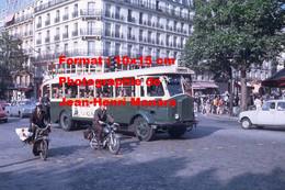 Reproduction Photographie D'un Bus RATP Ligne 27 Porte De Vitry Avec Publicité Samos Près D'un Velo Solex à Paris 1968 - Reproductions