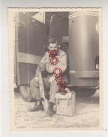 Au Plus Rapide Photo Militaire Istres 1961 Fusil Croix Rouge - Guerra, Militares
