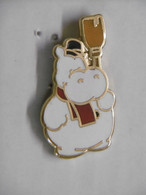 Pin's - Animaux - Hippopotame HIPPO BONHOMME DE NEIGE - Pins Pin Badge EGF - Animaux