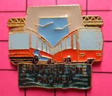 SP02 Pin's Pins / Beau Et Rare / THEME : TRANSPORTS / AUTOBUS ROUTIER ORANGE STE MARGUERITE DROME - Trasporti