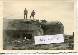 Ardennes. LA FERTE Sur CHIERS. Juin 1940, 2 Soldats Allemands Sur Le Bloc Des Fourches, Côte 311 - 1939-45