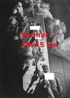 Reproduction Photographie Ancienne De Danseuses Des Folies Bergères Nues En Spectacle En 1932 - Reproductions