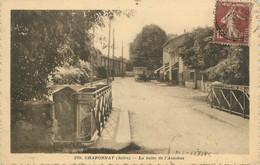""".CPA  FRANCE 69 """" Chaponnay, La Halte De L'autobus"""" - Otros Municipios"""