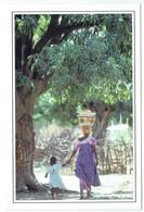 Mali - Koulikoro - Sans Légende - Femme Transportant Des Bassines - Mali