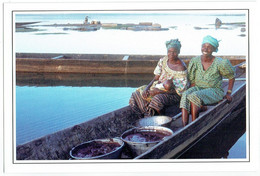 Mali - Koulikoro - Sans Légende - 2 Femmes Sur Une Pirogue - Mali