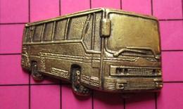 SP02 Pin's Pins / Beau Et Rare / THEME : TRANSPORTS / AUTOBUS ROUTIER LEGER RELIEF METAL JAUNE Très Grand Pin's - Trasporti
