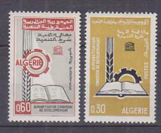 A0014 - ALGERIE Yv N°422/23 ** ALPHABETISATION - Algeria (1962-...)