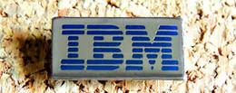 1 Pin's INFORMATIQUE TECHNOLOGIE - IBM Logo Rectangulaire - Verni époxy - Fabricant Inconnu - Computers
