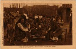 CPA AK Balkan Typen. Familie Beim Essen MACEDONIA SERBIA (709357) - Macedonia