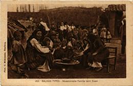 CPA AK Balkan Typen. Familie Beim Essen MACEDONIA SERBIA (709369) - Macedonia