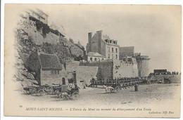 CPA 50 91 MONT SAINT MICHEL L'ENTREE DU MONT AU MOMENT DU DEBARQUEMENT D'UN TRAIN COLLECTIONS ND PHOT   TBE - Le Mont Saint Michel