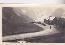 Photo De Particulier Hautes Alpes Col Du Lautaret Restaurant P L M  Véhicules Anciens A Identifier Circa 1930 Réf 4046 - Luoghi