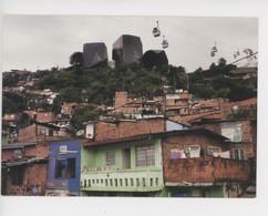 Colombie Medellin 2011 Quartier San Antonio Métrocable Et Centre Cuturel Bibliothèque Espagne Thomas Dworzak Photographe - Colombia
