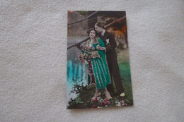 BELLE CARTE FANTAISIE...BEAU  COUPLE ...BONNE ANNEE (carte Brillante) - Couples