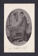 Carte Photo Portrait Enfant Garcon Atelier Etabli Outils Travail Du Bois  ( Archives Hourdry Chatillon Marne 46325) - Portraits