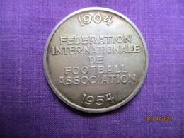 Suisse:  1904 - 1954, Fédération Internationale De Football Association - Championnat Du Monde Jules Rimet En Suisse - Professionals / Firms