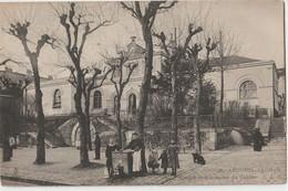CPA Arcueil Cachan (94) Fontaine Devant L' école Communale Du Centre  Ed CLC N°3 Belle Scène - Arcueil