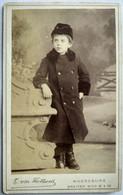 MAGDEBOURG - Photo CDV Enfant - Garçonnet Debout Dans Décor - Tenue D'hiver - Circa 1883 - Photo Bon Flottwell - TBE - Alte (vor 1900)