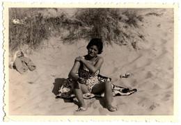 Photo Originale Portrait De Pin-Up En Mode étalage De Crème Solaire En Solitaire Vers 1950/60 - Pin-ups