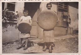 Photo De Particulier Doubs Maisons Du Bois Lievremont 1942 Présentation De Roue De Fromage  Réf 4069 - Luoghi