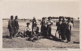 AK Argentina - Costumbres Campestres  - Grupo De Gauchos - Ca. 1920 (55562) - America
