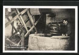 AK Carisbrooke / I. W., The Great Well, Carisbrooke Castle, Mann Mit Maultier Am Brunnen - Donkeys