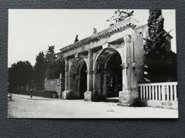 PULA - CROATIA, Dvojna Vrata / Porta Gemina (entrance To The Ancient Theater), Postcard Traveled 1955 (aukR98) - Croatia