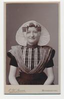 Oude Kabinet Foto Op Karton: Meisje In Klederdracht - Fotograaf C. W. Bauer - Middelburg - Old (before 1900)