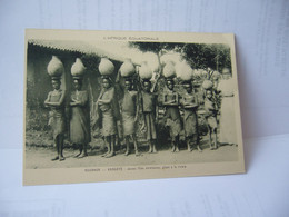 AFRICA L'AFRIQUE OCCIDENTALE ROUANDA KABGAYE JEUNES FILLES CHRETIENNES ALLANT A LA RIVIERE CPA - Rwanda