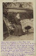 Carte Photo Jeune Femme Pensive Entrain D'ecrite RV - Fotografia