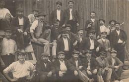 Nantes : Belle Carte Photo De L'équipe Des Porteurs De Bois Des Chantiers Garnier Mouilleron - Vers 1910 - Nantes
