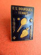 Pins Pin's émail Sport Tennis ES BOURGUEIL - Indre-et-Loire - Vigne  25° Anniversaire 1967 - 1992 Signé Martineau - Tennis