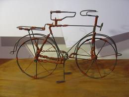 MAGNIFIQUE VELO HOMME EN FIL DE FER ET CUIVRE ARTISANAT AFRIQUE AUSTRALE - CIRCA 1990 - BICYCLETTE HOMME - Other