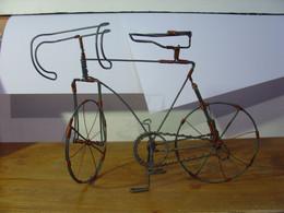 MAGNIFIQUE VELO DE COURSE EN FIL DE FER ET CUIVRE ARTISANAT AFRIQUE AUSTRALE - CIRCA 1990 - BICYCLETTE COURSE RACE BIKE - Other