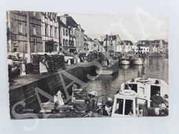 #CPA883 _ Le Croisic _ Le Port _ Animation Bateaux Pêcheurs Mareyeurs Voitures - Le Croisic