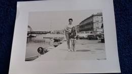 PHOTO MAMAN ET SA FILLE PORT DE SETE ? AUTO VOITURE DS CITROEN DAUPHINE RENAULT FORMAT 9 PAR 12 CM - Persone Anonimi