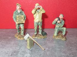 FIGURINE / SOLDAT - KING & COUNTRY SANS BOITE - AF006 ARMY AIR CORPS MECHANIC N° 1 +2+3 - RETIRED - Soldados De Plomo