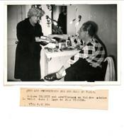 Photo De Théâtre Antoine / Sujet Rare / Les Souffleuses : Me Triquet Et Jean Tissier / Années 1940 - Beroemde Personen