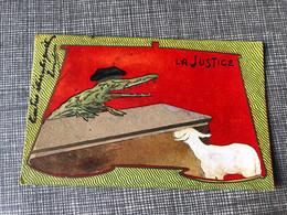 CP Début 1900 Encadrement Art Nouveau  La Justice Juge Crocodile Bonnet De Juge Rechter - Gekleidete Tiere