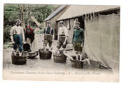 IRLANDE - CONNEMARA -PEASANT HOME SPUN INDUSTRY - WASHING THE TWEED - Galway